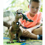 A2257XX_DINO_DinosaurProjectorBoy_LIFE4_HiRes300dpi